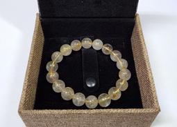 【嚴選高檔】No.14 清透料鈦晶手珠 重量:35g  寬度:11mm  得標者附贈精美禮盒一個,讓您送禮自用兩相宜 。